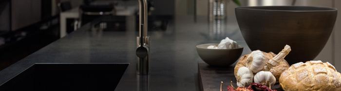 Top cucina, quale scegliere? 8 materiali consigliati per il piano di ...