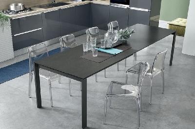 Sole tavoli e sedie mobili sparaco for Tavoli allungabili fino a 3 metri