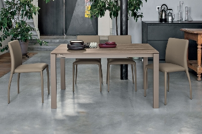 Tavoli e sedie mobili sparaco for Tavolo allungabile 4 metri