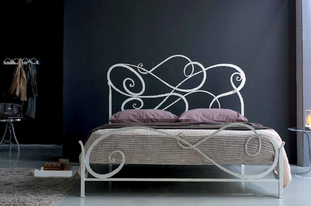 Aura camere da letto classiche mobili sparaco - Camere da letto in ferro battuto ...