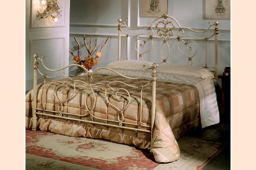 Vittoria camere da letto classiche mobili sparaco for Camera letto vittoria